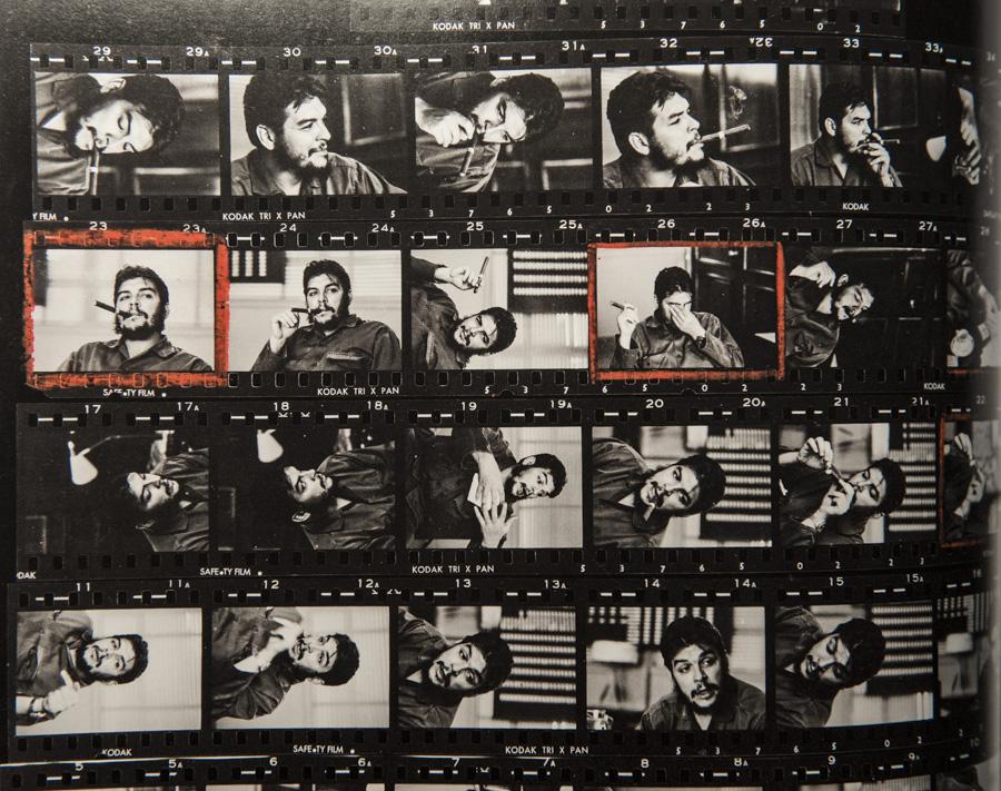 """Kontaktbogen von René Burri, als er 1963 Ernesto """"Che"""" Guevara fotografierte und mit Negativ 23 eine Ikone schuf."""