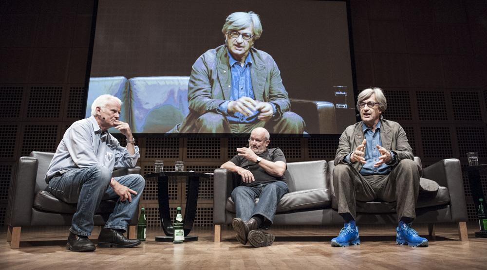 Podiumsgespräch mit Jim Rakete (l.), Peter Lindbergh (M.) und Wim Wenders (r.). Foto: Damian Zimmermann
